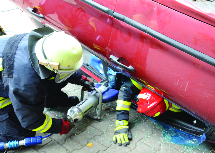 Extrication from an overturned vehicle_IFF Magazine_MDM Publishing