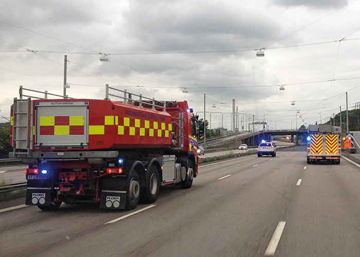 Driving the bus with ongoing leakage to a place of safety. Image courtesy of Fire and Rescue Greater Gothenburg.