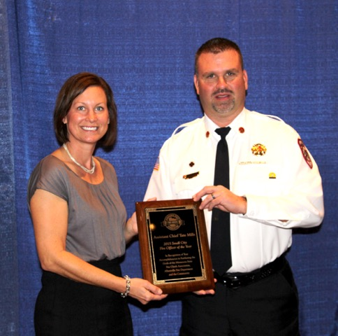 Sarah Atchison presents Assistant Chief Tate Mills with his award