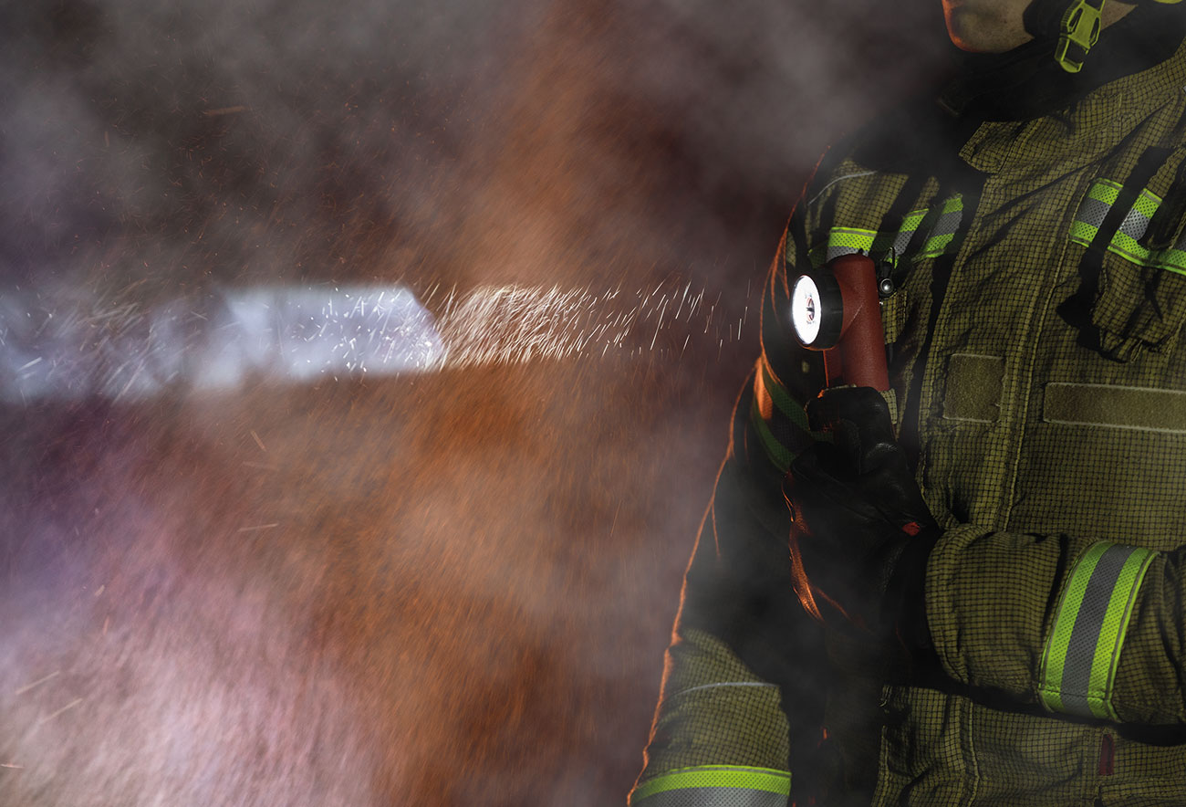 Streamlight's Survivor® right-angle light is highly versatile and a firm favourite among firefighters.
